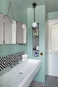 Blue black bathroom decoration using diagonal black white tile bathroom backsplash including light blue paint turquoise bathroom wall décor and black white Mint Bathroom, Black Bathroom Decor, Turquoise Bathroom, Bathroom Interior Design, Small Bathroom, Bathroom Ideas, Bathroom Wall, Washroom Design, Bathroom Inspo