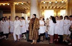 Ferdinando Scianna 1987    RUSSIA. Leningrad. Fashion story before the fall of Communism.