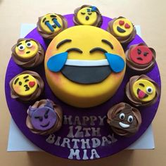 From heart eyes and cheeky monkeys to the laughable poop, kids love emojis and these emoji cake ideas will make an amazing party centrepiece! Raspberry Smoothie, Apple Smoothies, Beautiful Cakes, Amazing Cakes, Emoji Cake, Almond Cakes, Novelty Cakes, Savoury Cake, Cupcake Cookies
