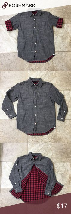 EUC, Boys Size 10, Gap Chambray shirt This shirt is very versatile!! Perfect for any season. Sleeves can be rolled & buttoned up showing the nice plaid print and making it a great short sleeve dressy shirt!! 🖤♥️ One of my favorites, but unfortunately my son isn't into the button up shirts. 😢 EXCELLENT CONDITION!! Purchased from the Gap. Boys size 10. 100% cotton!!  📦💰Bundle and save!! 📦💰 💯% off all closet sales goes to my son's fundraising efforts for his school field trip to Epcot…