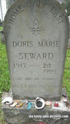 Doris Marie Seward (bought her own gravestone) Cemetery Headstones, Cemetery Art, Tombstone Epitaphs, Unusual Headstones, La Danse Macabre, Casket, Funeral, Death, Funny Pictures