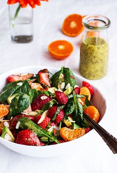12 mouthwatering recipes for Easter brunch // Spinach and avocado fruit salad #easter #brunch #recipe