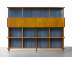 For Sale on - Bookshelf in caviona wood. Designed by Joaquim Tenreiro for a private commission in the Flamengo neighborhood of Rio de Janeiro, Brazil, Diy Furniture, Furniture Design, Furniture Storage, Kitchen Furniture, Vintage Shelving, 50s Decor, Art Deco, Modern Bookcase, Shelving Systems