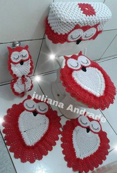 Tapetes - No pattern that I can see anywhere -- wonder if I have the creativity to replicate. Art Au Crochet, Crochet Owls, Crochet Home, Love Crochet, Crochet Crafts, Crochet Doilies, Crochet Projects, Sewing Crafts, Knit Crochet