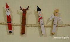 Divertidos adornos de Navidad (muñecos de nieve, renos...) con pinzas de la ropa. Una manualidad ideal para hacer con los niños.