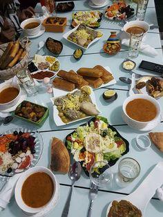 Plats Ramadan, Morrocan Food, Tunisian Food, Algerian Recipes, Snap Food, Diy Food Gifts, Food Snapchat, Ramadan Recipes, Food Decoration