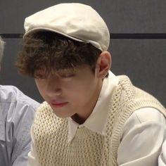 Bts Twice, Min Yoonji, Blackpink Memes, Bts Lyric, Bts Korea, Bulletproof Boy Scouts, V Taehyung, Bts Lockscreen, Album Bts