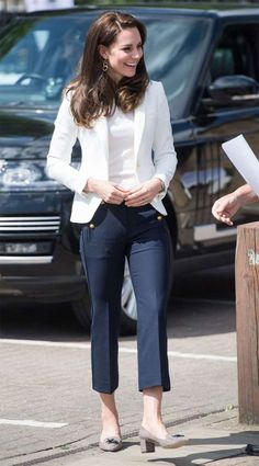 Kate Middleton in the White Blazer and Navy Pants in London at the 1851 Trust Roadshow Moda Kate Middleton, Looks Kate Middleton, Kate Middleton Outfits, Kate Middleton Fashion, Mode Outfits, Fashion Outfits, Fashionable Outfits, Nautical Outfits, Estilo Real