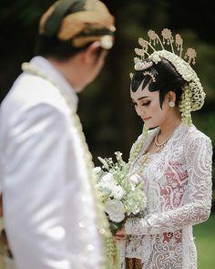 Wedding List, Wedding Mood Board, Diy Wedding, Dream Wedding, Javanese Wedding, Indonesian Wedding, Pre Wedding Poses, Wedding Photos, Batik Kebaya