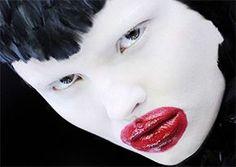 #V&A #AlexanderMcQueen #SavageBeauty poster