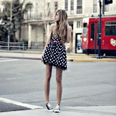 Vestido + All Star Outfits With Converse, Dress With Sneakers, Cute Outfits, Black Converse, Converse Style, Converse Chuck, Summer Outfits, Look Com All Star, Girl Fashion