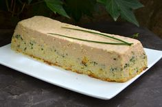A refined and delicious starter that we can prepare in advance. I have made this terrine several times and each time it does not remain a crumb. You can accompany the terrine with homemade mayonnaise or a little tomato coulis. Fish Recipes, Seafood Recipes, Cooking Recipes, Seafood Appetizers, Appetizer Recipes, Antipasto, Homemade Mayonnaise, Banana Bread, Curry