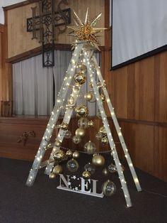 Ladder Christmas Tree, Christmas Tree Drawing, Creative Christmas Trees, Ribbon On Christmas Tree, Christmas Tree Themes, Noel Christmas, Simple Christmas, Christmas Crafts, Christmas Style