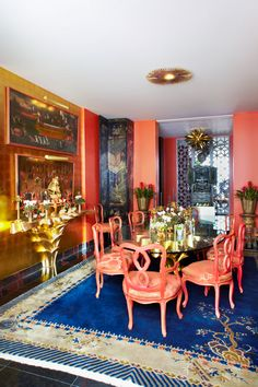 Crazy color explosion dining room in Hutton Wilkinson's home. Love the Chinese art deco rug!