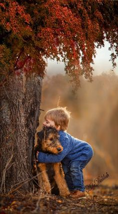 Amazing Love Animals With Humans Animals For Kids, Cute Baby Animals, Animals And Pets, Precious Children, Beautiful Children, Cute Kids, Cute Babies, Baby Dogs, Belle Photo