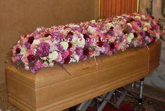 Fioreria Oltre/ In memoriam/ Funeral flowers/ Full casket spray/ Roses, mums, carnations https://it.pinterest.com/fioreriaoltre/fioreria-oltre-in-loving-memory/