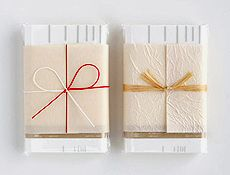 Japanese hand towels neatly wrapped in paper! (Courtesy of Origata Design Institute)   via PingMag