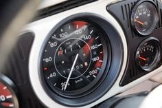 Bilder: VW Beetle trifft Tuning-Käfer - Bilder - autobild.de #vwtype14a Custom Dashboard, Dashboard Car, Volkswagen New Beetle, Der Boxer, Vw Baja Bug, Vw Super Beetle, Vw Parts, Car Interior Design, Beach Buggy