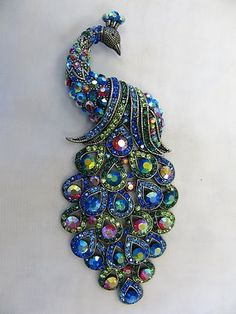 Pinned by Ann-Marie, moved from other board. Very pretty blues - 5 inches long -- Large Silver Plated Multicolor Crystal Peacock Brooch Animal Jewelry, Jewelry Art, Antique Jewelry, Vintage Jewelry, Jewelry Accessories, Fine Jewelry, Fashion Jewelry, Jewelry Making, Jewelry Quotes