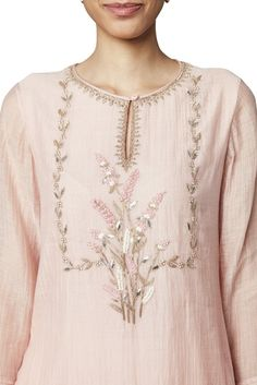 Latest Collection of Tunics & Kurtis by Anita Dongre Embroidery On Kurtis, Hand Embroidery Dress, Kurti Embroidery Design, Indian Embroidery, Latest Embroidery Designs, Creative Embroidery, Beaded Embroidery, Kurta Designs, Blouse Designs