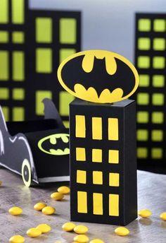 Festa do Batman: 60 ideias de decoração e fotos inspiradoras do tema Batman Birthday, Batman Party, Superhero Party, Superhero Logos, Boy Birthday, Batman Costumes, Baby Batman, Birthday Decorations, Diy Room Decor