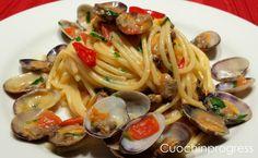 Gli spaghetti alle vongole sono un piatto tipico napoletano a base di pasta e vongole. Come molti altri piatti della tradizione napoletana,........