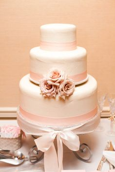 Bride on a Budget: Simple inexpensive cake made by a local bakery/doughnut shop. VG's Bakery San Diego