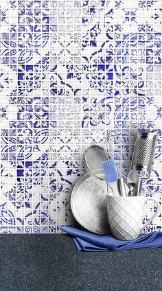 Blue Backsplash Tile with White Modern Kitchen Cabinets Mediterranean style blue glass kitchen backsplash tile. Mediterranean Kitchen Design, Blue Tile Backsplash, Farmhouse Kitchen Backsplash, Blue Backsplash, Cottage Kitchen Renovation, White Modern Kitchen, Mediterranean Tile Backsplash, Granite Countertop Designs, Kitchen Style