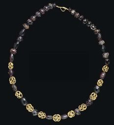 A ROMAN GOLD AND GARNET BEAD NECKLACE CIRCA 3RD-4TH CENTURY A.D.