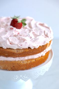 This beautiful and tasty Keto Strawberry Mousse Cake is going to make all of your spring-loving Keto dessert dreams come true! Easy to make and a feast for the eyes, with minimal fuss and no fancy decorating skills required! Low carb and gluten free too! Strawberry Mousse Cake, Strawberry Recipes, Strawberry Mouse, Pavlova, Stevia, Cake Recipes, Dessert Recipes, Keto Recipes, Desserts Printemps