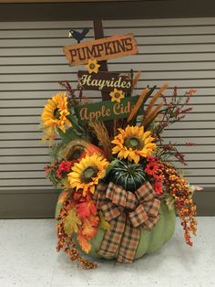 Jumbo Autumn pumpkin 2016 by Andrea Thanksgiving Crafts, Fall Crafts, Fall Floral Arrangements, Pumpkin Arrangements, Pumpkin Centerpieces, Autumn Decorating, Fall Projects, Fall Flowers, Fall Pumpkins