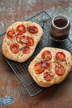 Tomato flatbread/Płaski chlebek z pomidorami