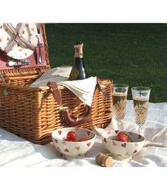 Informal wedding picnic