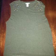 F21 muscle tank! Green F21 Muscle Tank • Very Comfy • Great detailing Forever 21 Tops Tank Tops