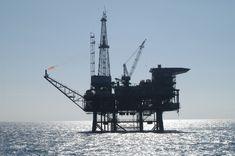 Oil_platform_091756.3-lg.jpg 3,008×2,000 pixels