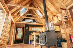 the Raven House - Cottages for Rent in Gananoque Makale 4 Winter Cabin, Cozy Cabin, Cabin Plans, House Plans, Tiny House, Ravens Home, How To Build A Log Cabin, Sleeping Porch, Getaway Cabins