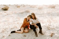 Family Engagement, Engagement Outfits, Engagement Shoots, Couple Photography, Engagement Photography, Couple Beach, Fashion Couple, Family Photo Sessions, Couple Outfits