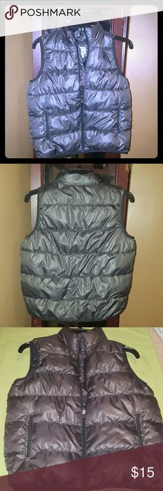 Boys Old Navy Vest Gray vest, in great like new condition, rarely worn, 100% polyester Old Navy Jackets & Coats Vests