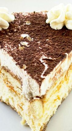 Tiramisu Cheesecake: This is Super Rich, it uses heavy Whipping cream, espresso, 3 oz.) packages full-fat Cream Cheese, at room temperature ♦♦ 2 large Eggs ♦♦ Mascarpone Cheese - ENJOY No Bake Desserts, Just Desserts, Delicious Desserts, Dessert Recipes, Yummy Food, Food Cakes, Cupcake Cakes, Cupcakes, Tiramisu Recipe