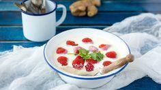 Panna cotta met aardbeien, gember en koriander | VTM Koken