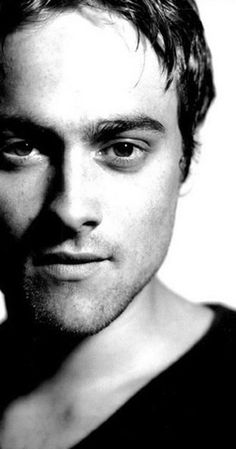 Stuart Townsend, Actor: Queen of the Damned. Stuart Townsend was born in 1972 in Howth, County Dublin, Ireland, to Lorna (Hogan), an Irish model, and Peter Townsend, an English professional golfer. Stuart was determined to be an actor and began his career by appearing in a number of student films, while attending the Gaiety School of Acting in Dublin. He supported himself by boxing until his first feature film debut in Trojan Eddie (1996). ...