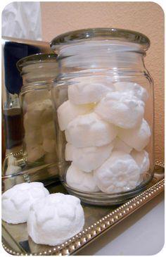 Voňavé čistící bomby do toalet 1 a 1/3 hrnku jedlé sody 1/2 hrnku kyseliny…