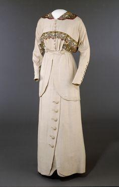 1913, silk and cotton Skirt & Jacket: woven silk and cotton fabrics in plain weave and satin, machine embroidery in silk and metal thread: Designer - Josefine Hammarbæck (Oslo, Norway)- @ DigitaltMuseum.no OK-10532