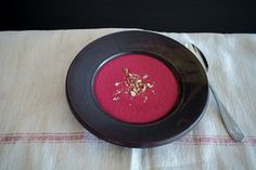 Rote Beete Suppe mit Rezept für selbst gemacht Gemüsebrühe