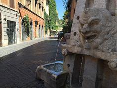 Pit stop técnico. #roma #rome #receitaitaliana #receitas #receita #recipe #ricetta #cibo #culinaria #italia #italy #cozinha #belezza #beleza #viagem #travel #beauty #nasone #viamargutta #fontana #fonte #agua #water