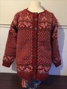 Designer: Vanja Blix Langsrud Siri, Sweaters, Design, Fashion, Knit Patterns, Cast On Knitting, La Mode, Pullover