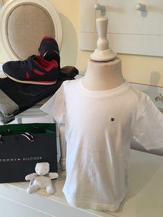 Mein Orig. Tommy Hilfiger T-Shirt Gr.3 Jahre / 98 cm von Tommy Hilfiger! Größe 104 für 10,00 €. Schau´s dir an: http://www.mamikreisel.de/kleidung-fur-jungs/kurzarmelige-t-shirts/31732915-orig-tommy-hilfiger-t-shirt-gr3-jahre-98-cm.
