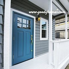 Entrance/照明/窓/ナチュラル/ドア/白/青/玄関ドア/マイホーム/モールディング/輸入住宅/サイディング/グレー/注文住宅/ブルーグレー/青いドア/カバードポーチ/海外の玄関/海外の家についてのインテリア実例。 (2016-09-13 07:00:17に共有されました)