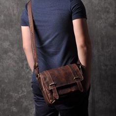 Vintage leather shoulder bag for men #shoulderbag #leather #bagformen #vintage #menfashion #distressedleather #cowhide #menstyle #crossbodybag