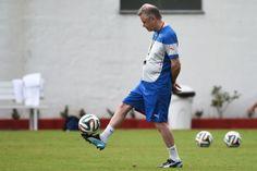 Hitzfeld, um dos mais titulados treinadores do futebol europeu, esta na Suíça desde 2008 ANNE-CHRISTINEPOUJOULAT/AFP